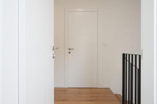 notranja vrata s skritimi panti