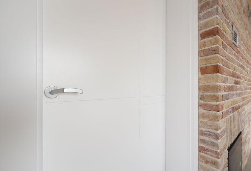Notranja-vrata-s-skritimi-nasadili