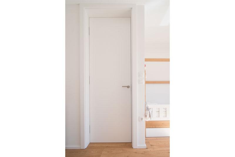 Notranja-vrata-do-stropa-bele-barve