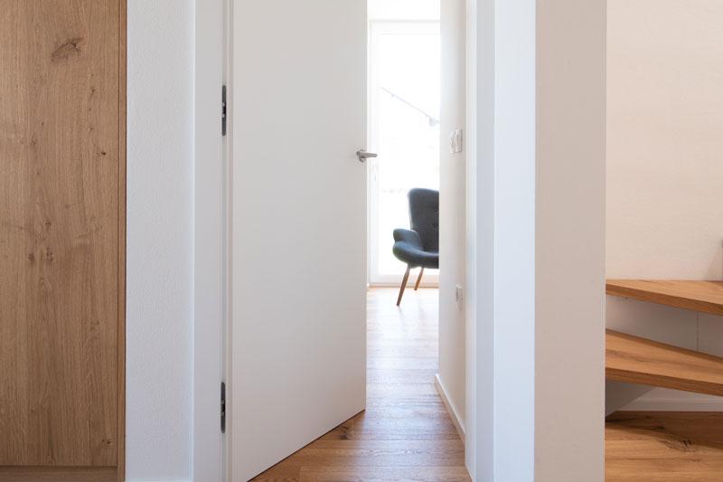 Notranja-vrata-odpiranje-v-podboj