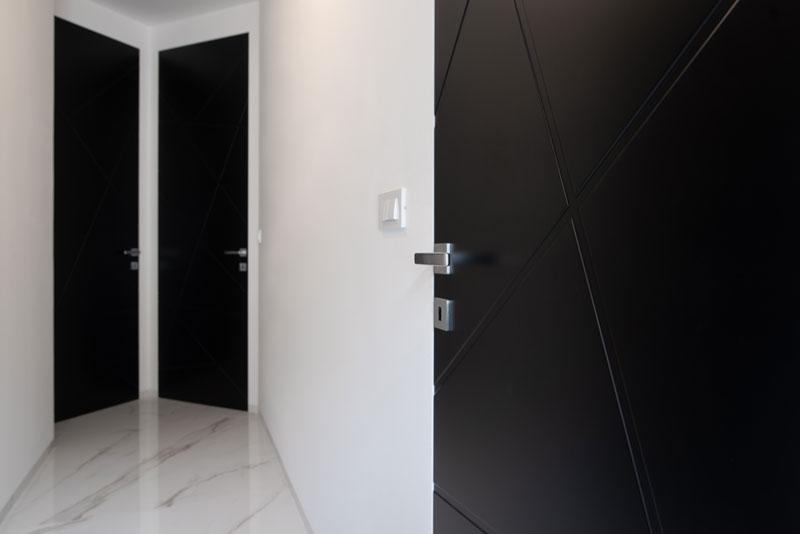 Črna-notranja-vrata